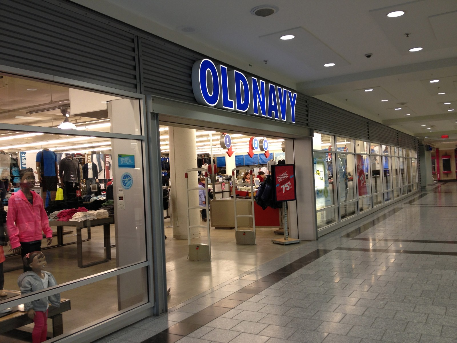 Old-Navy-Centre-Eaton-Montreal.jpg